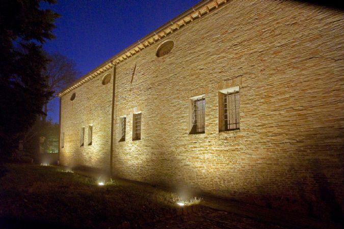 Illuminazione esterna notturna: illuminazione notturna di un esterno